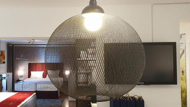 Lampe Planet schwarz 72x60 cm