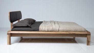 Massivholzbett Mezzaluna Nussbaum 160×200 cm